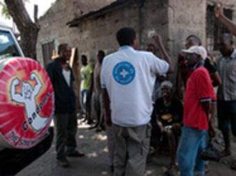 アフリカにおけるエイズと麻薬常習者(パリ、2011年11月25日)
