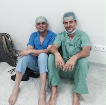 【ネパール大震災緊急支援】ネパールとスペインの外科医が協力して治療