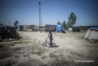 フランス・カレー難民キャンプ:世界の医療団とユニセフ、子どもたちの保護を英仏両政府に要請