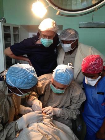 世界の医療団「スマイル作戦・マダガスカル2014」 エクスコムグローバル株式会社様「イモトのWiFi」のレンタル支援により実施