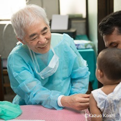 與座 聡 医師